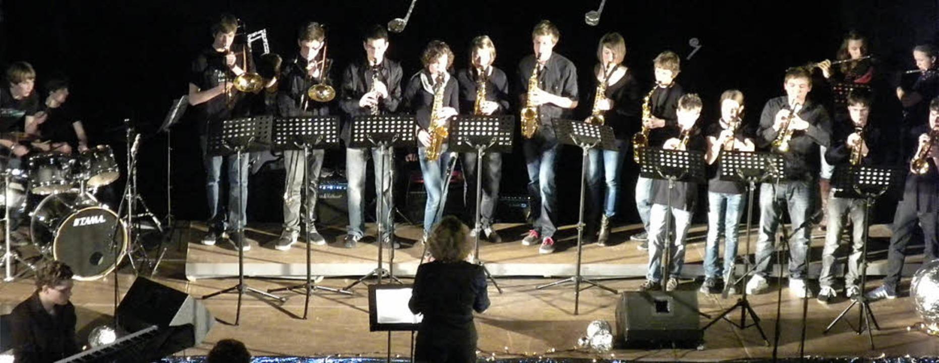 Musik macht einfach Spaß: Die Big Band...rie-Gymnasiums mit sattem Bläsersound.  | Foto: Brugger