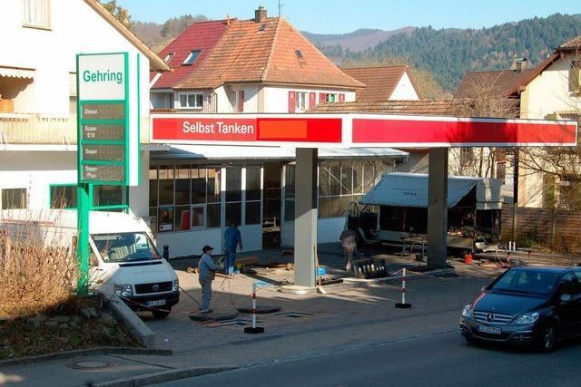 Tankstelle öffnet zum Frühlingsanfang