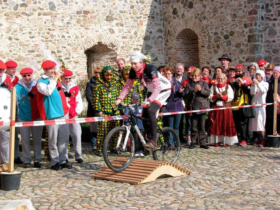Bürgermeister Hall auf sportlich-närrischem Erfolgskurs.  | Foto: Monika Rombach