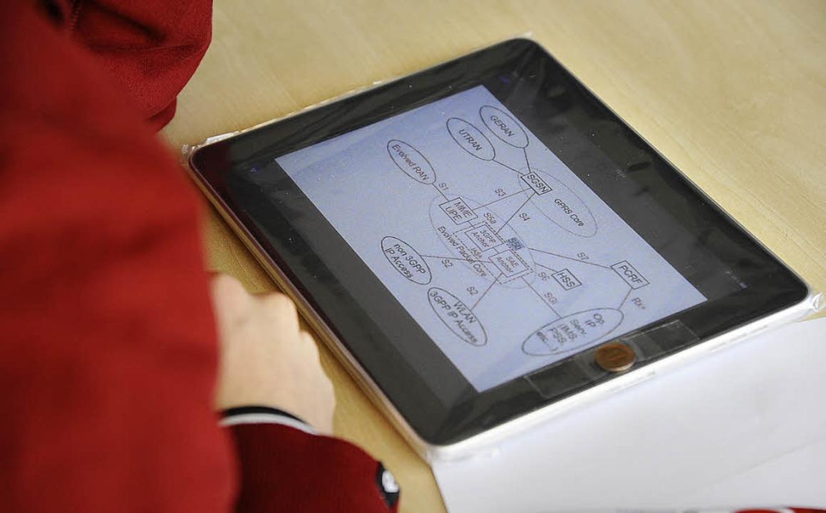 Neuer Klausurtyp: Auf dem Touchscreen ...cken ausfüllen und Grafiken markieren.    Foto: Ingo Schneider