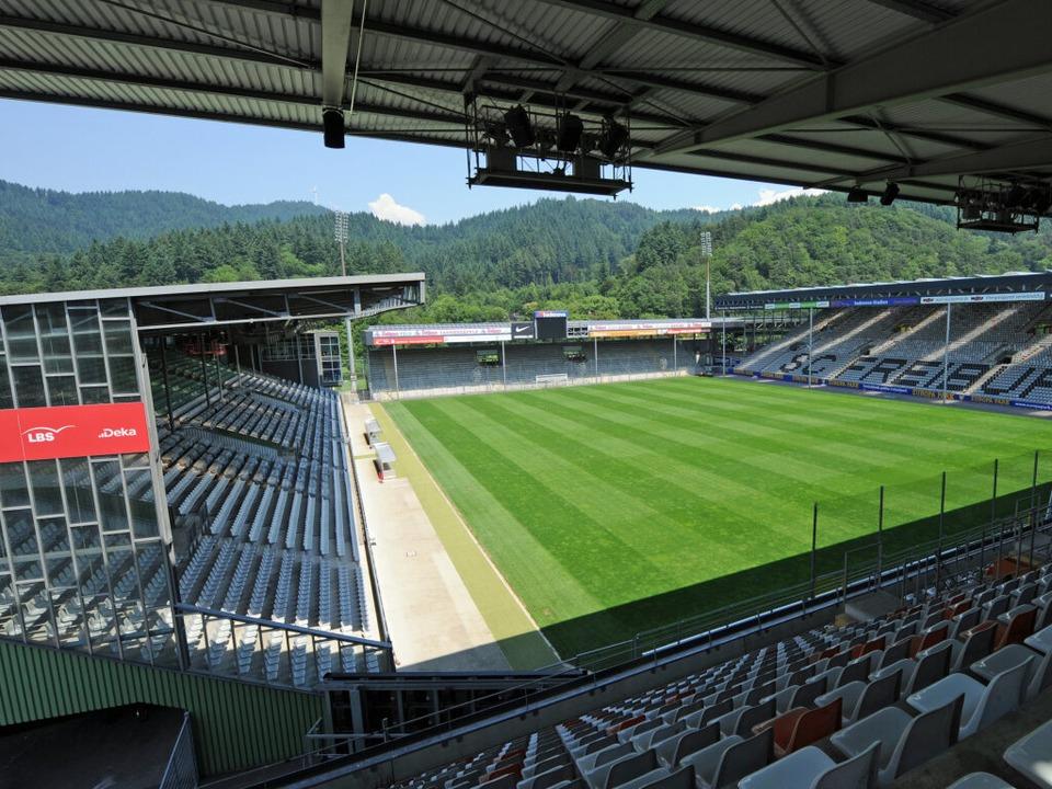 Die momentane Spielstätte des SC Freiburg: das Badenova-Stadion.    Foto: dpa