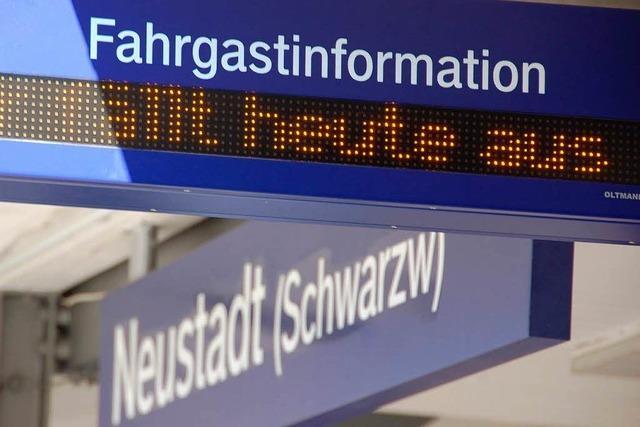 Lokführerstreik auf der Höllentalbahn: Reisende und Pendler stehen