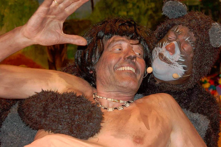 Joachim Kuttler (links) und Jürgen Nass beim begeisternden Dschungeltanz des Gesangvereins. (Foto: Hildegard Siebold)