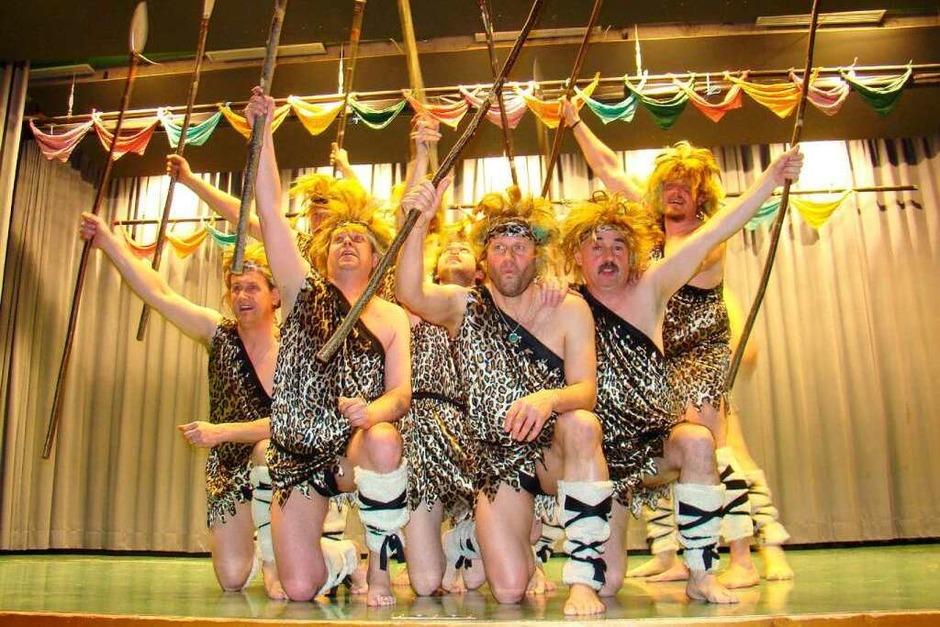Der Tanz der Narrenräte erfreute das närrische Auditorium in der Schlüchttalhalle (Foto: Burkhard Hentschel)