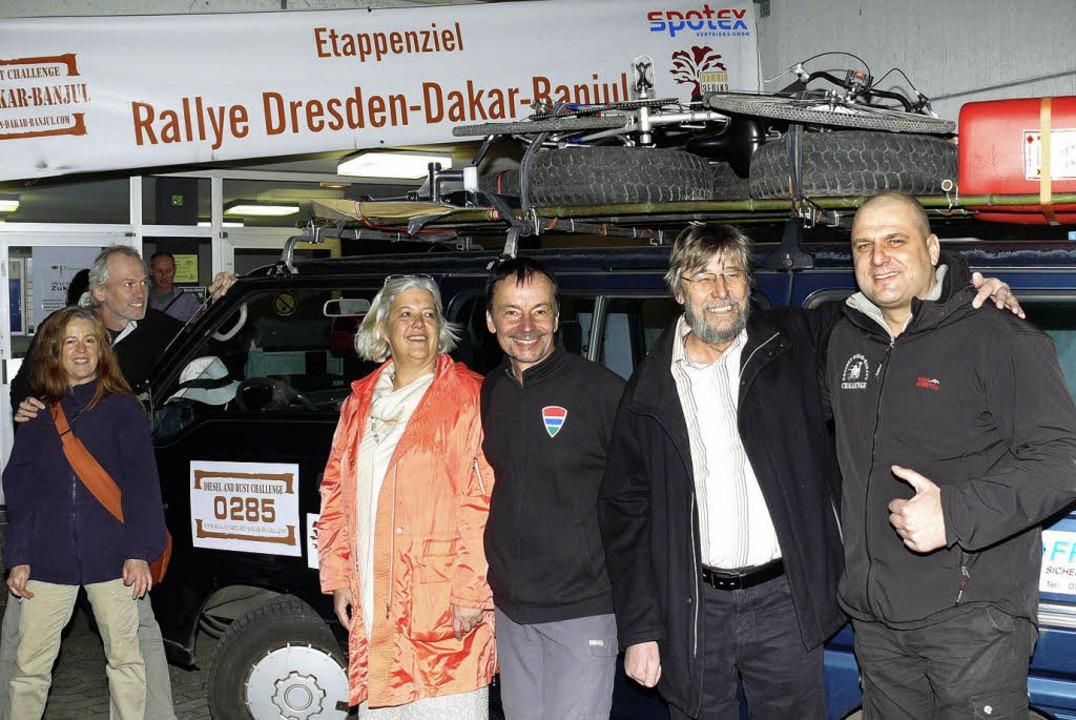 Die beiden Ortenauer Rallye-Teilnehmer... Falk Altmann vom Dresdner Orga-Team.   | Foto: Frank Leonhardt