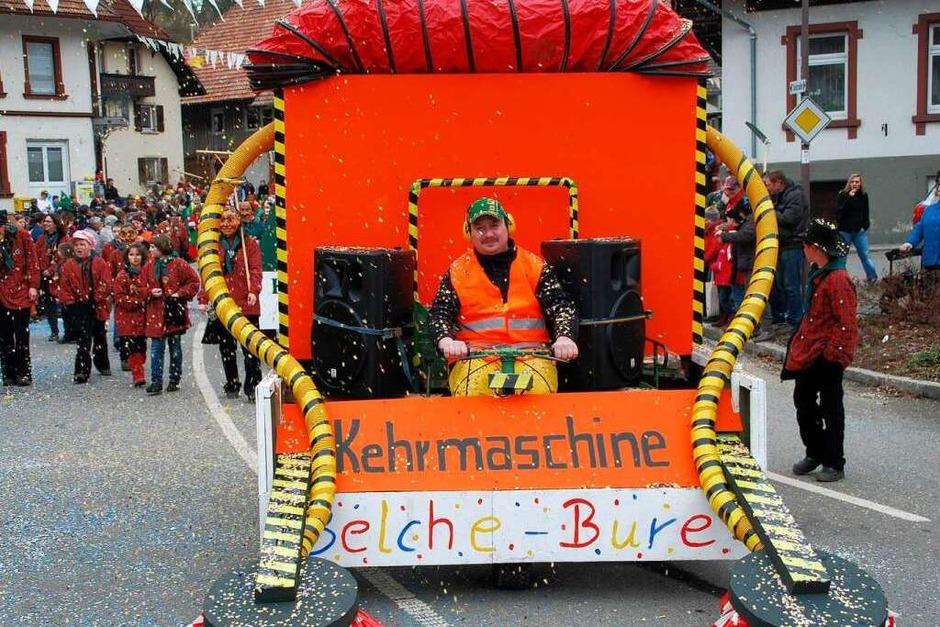Bunt und heiter war der Buurefasnachtsumzug in Neuenweg (Foto: Edgar Steinfelder)