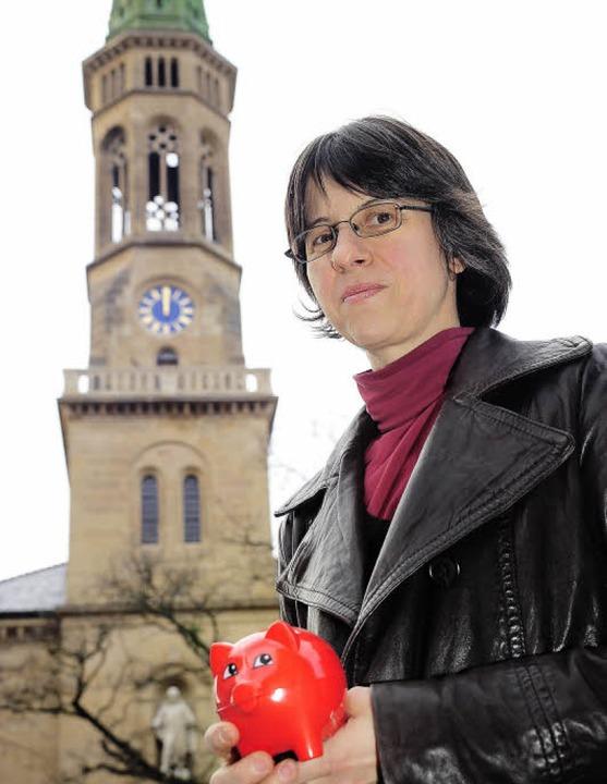 Pfarrerin Ute Jäger-Fleming konnte sic...chweine für den Glockenstuhl freuen.    | Foto: Thomas Kunz