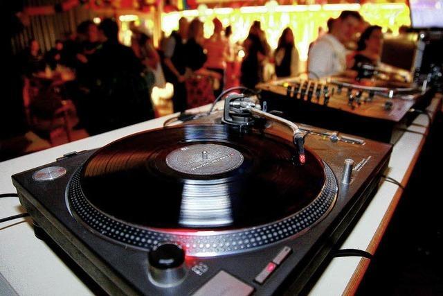 Party satt mit DJ und Konsole
