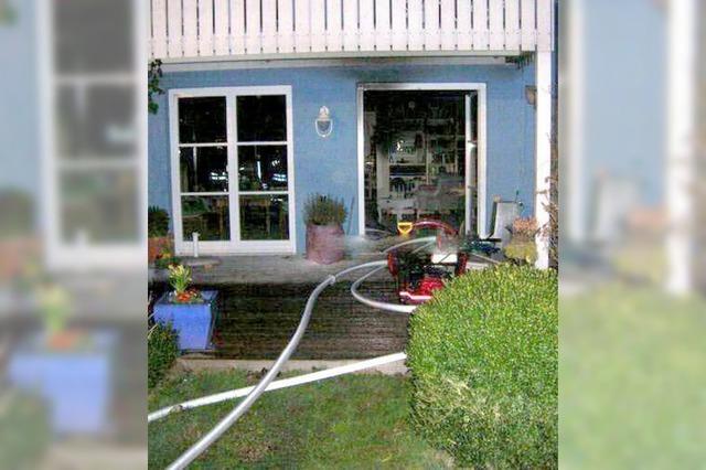 Dichter Rauch macht Haus unbewohnbar