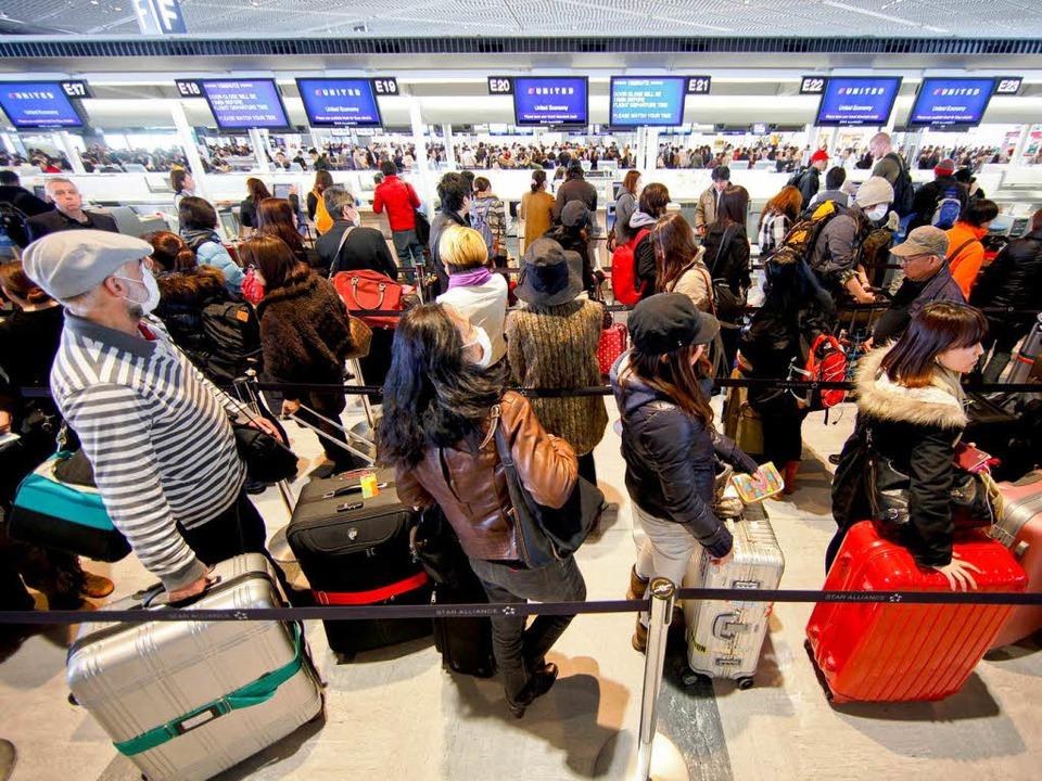 Raus aus Tokio: Viele Menschen –...Tagen die Großstadt bereits verlassen.  | Foto: dpa