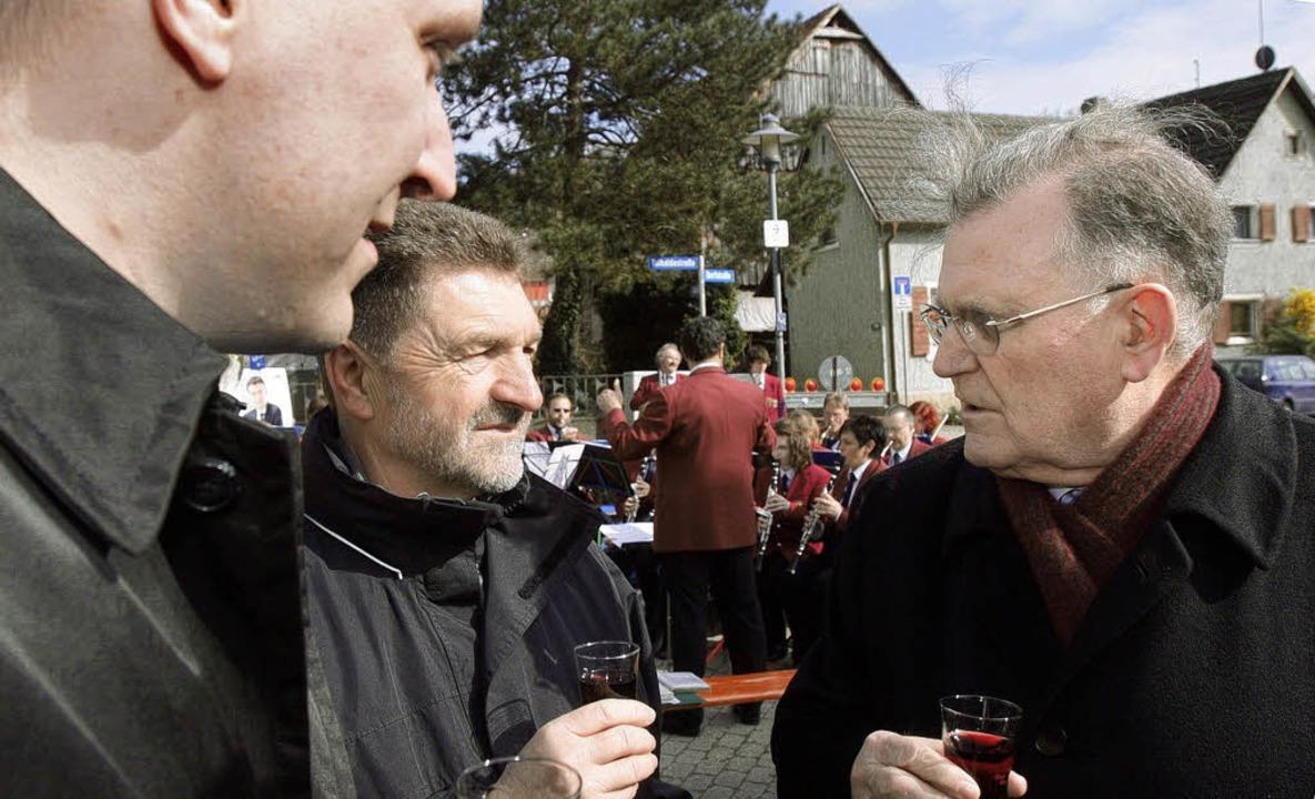 Im Gespräch: Hecklingens Ortsvorsteher...d  Ex-Ministerpräsident Erwin Teufel.   | Foto: Patrik MÜller