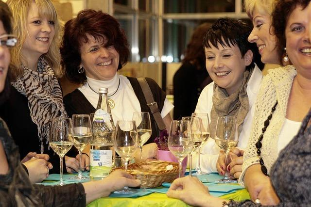 Frauen feiern und kosten edle Tropfen einmal mehr unter sich