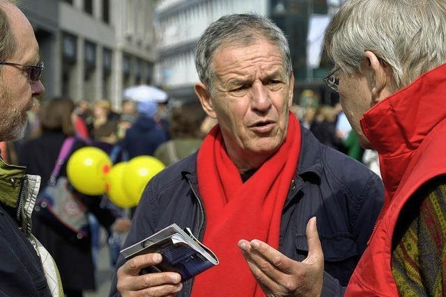 SPD-Landtagskandidat Rainer Stickelberger im Wahlkampf