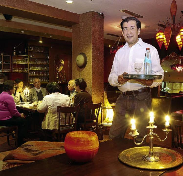 Azim Raschidi in seinem Restaurant &#8...ische Spezialitäten angeboten werden.     Foto: Thomas Kunz