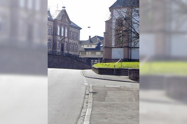 Eine Fußgängerampel bei der Schule kommt
