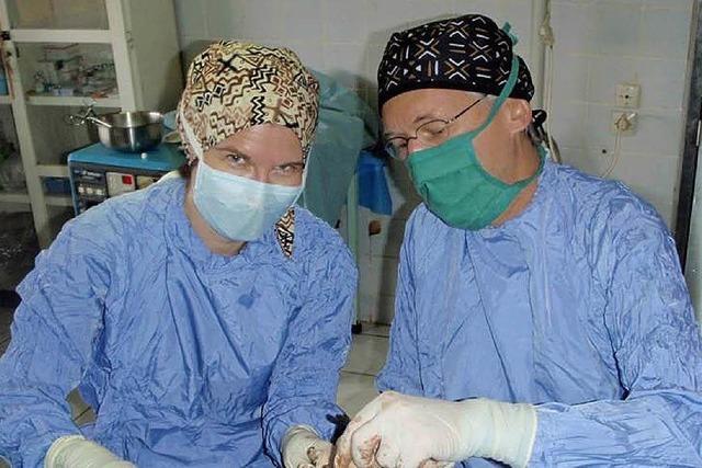 Chirurgen helfen in Kamerun