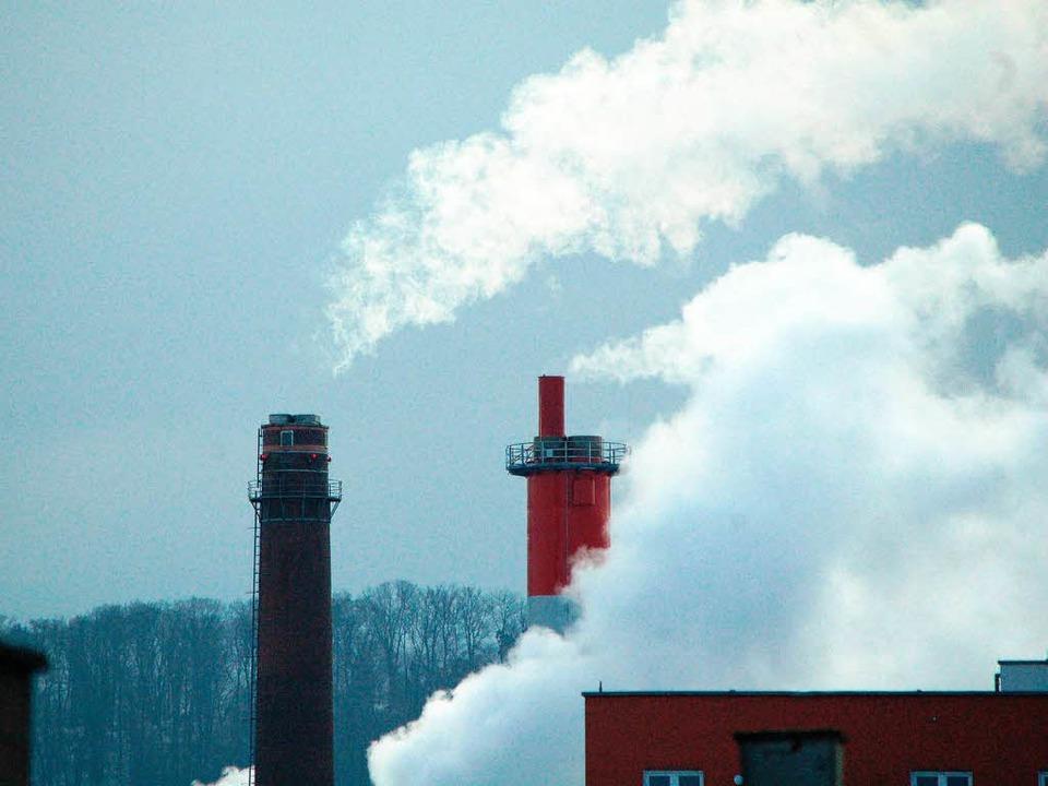 Weißer Rauch am Uniklinik-Heizkraftwer...Energieversorger Badenova beschlossen.  | Foto: Peter Schröder