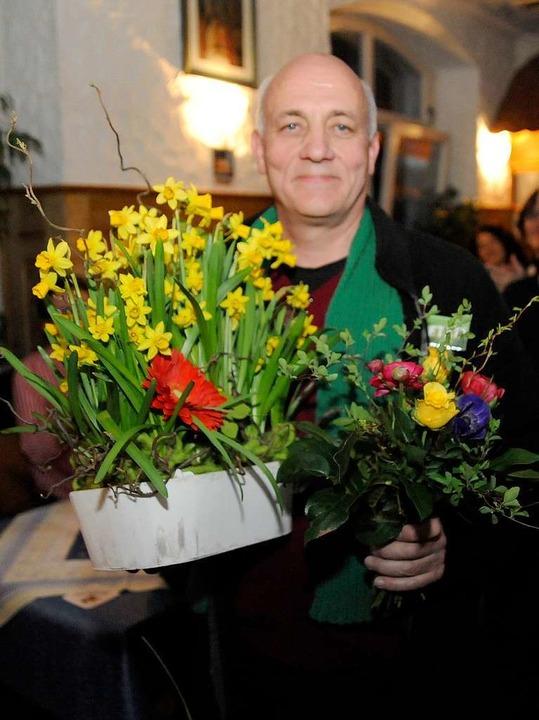 Bunt ist der Blumenstrauß, den der neu...choch in Waldkirch überreicht bekommt.  | Foto: Markus Zimmermann