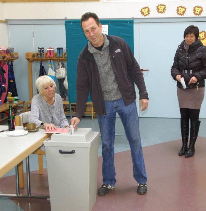 Wie hier in Bötzingen, im Wahllokal im...hl rege von ihrem Wahlrecht Gebrauch.   | Foto: manfred frietsch