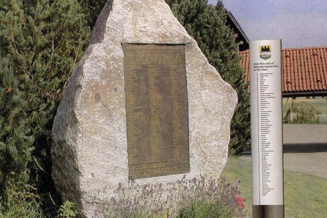 Stele beim Gedenkstein
