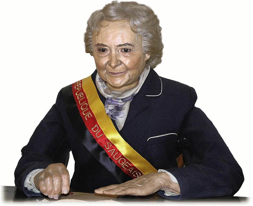 Stop! Die Ex-Präsidentin der Républiqu... Automatenpuppe den Passierschein aus.    Foto: Claudia Diemar