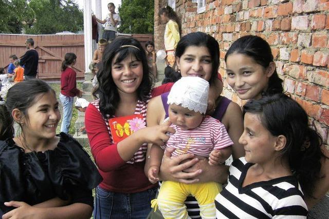 Romakinder stehen im Abseits