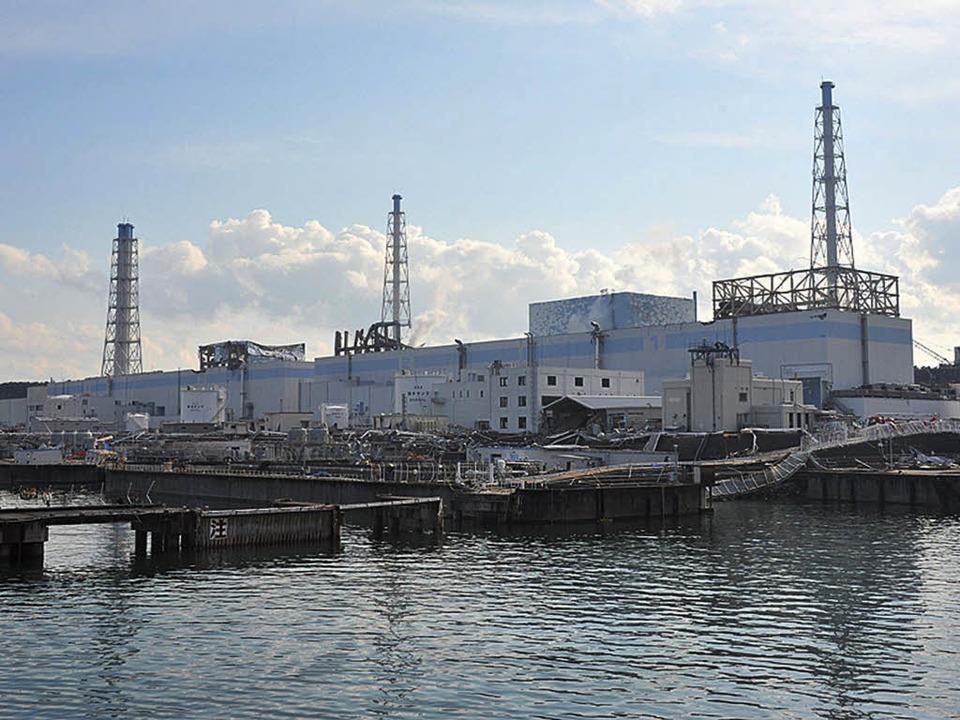 Die schlechten Nachrichten reißen nich...ukushima radioaktives Wasser ins Meer.  | Foto: AFP