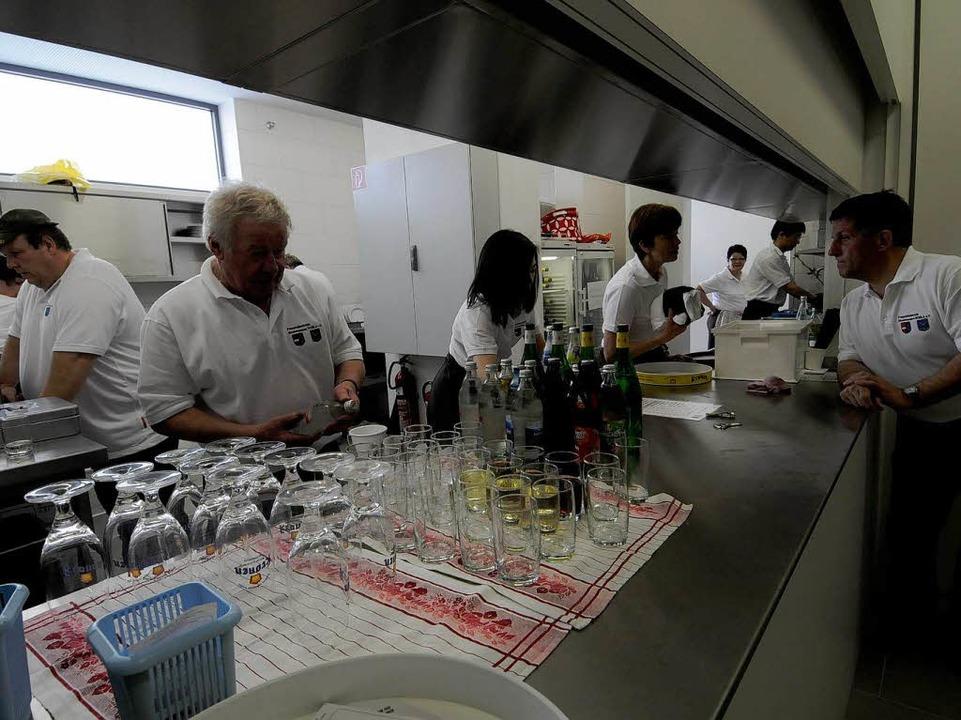 Eröffnung des Bürgerhauses in Rheinhau...r. Hochbetrieb herrschte in der Küche.  | Foto: Siegfried Gollrad