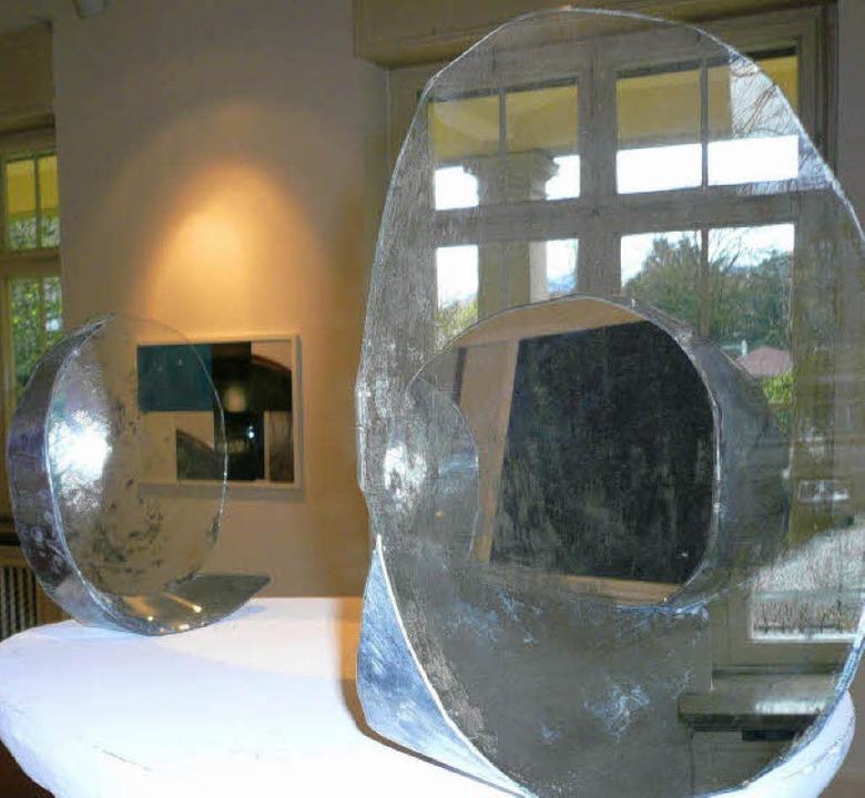 Sehenswert: Spiegelobjekte von Reinhar...on Sandra Eades im Georg-Scholz-Haus.   | Foto: Nicola Gastiger