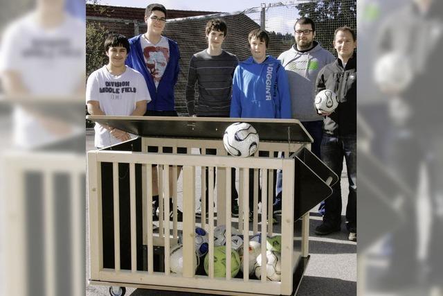 Ein Ballwagen für den VfB