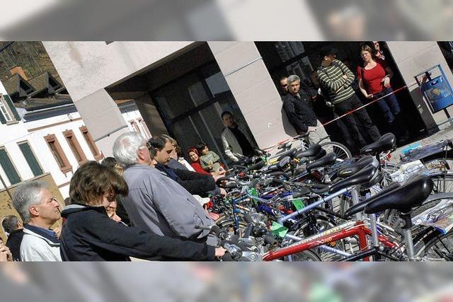 Gerangel um das Schnäppchen-Fahrrad