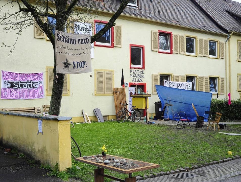 In der Johann-Bach-Straße 36 wurde ein Haus besetzt.  | Foto: thomas kunz