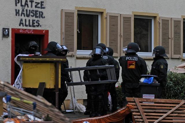 Polizei will räumen – Hausbesetzer weg