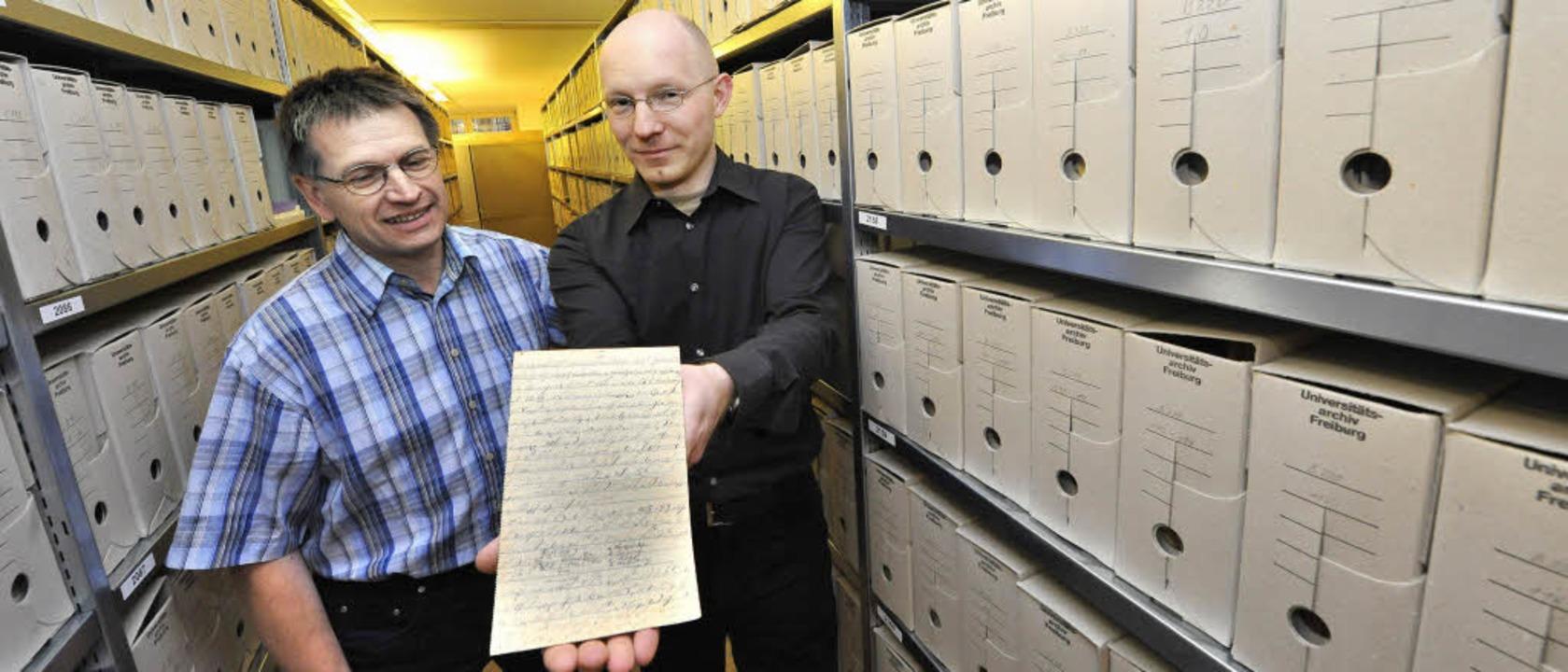 Universitätsarchivleiter Dieter Speck ...s) und der Historiker Steffen Lippitz   | Foto: michael bamberger