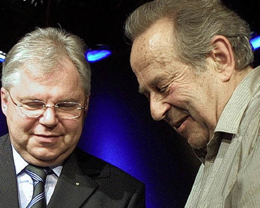 Preisverleihung SolidarEnergie. Verein...en Preis an Johann Georg Schaarschmidt  | Foto: Uli Zaiser