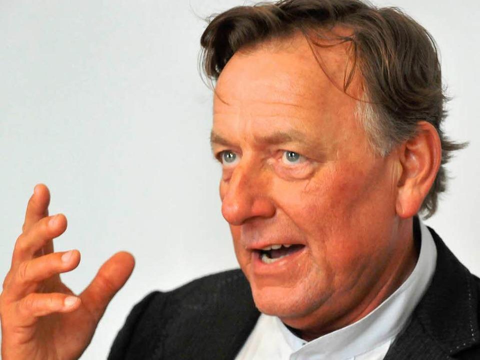 Dompfarrer Claudius Stoffel: Archivbild vom April 2010.  | Foto: Michael Bamberger