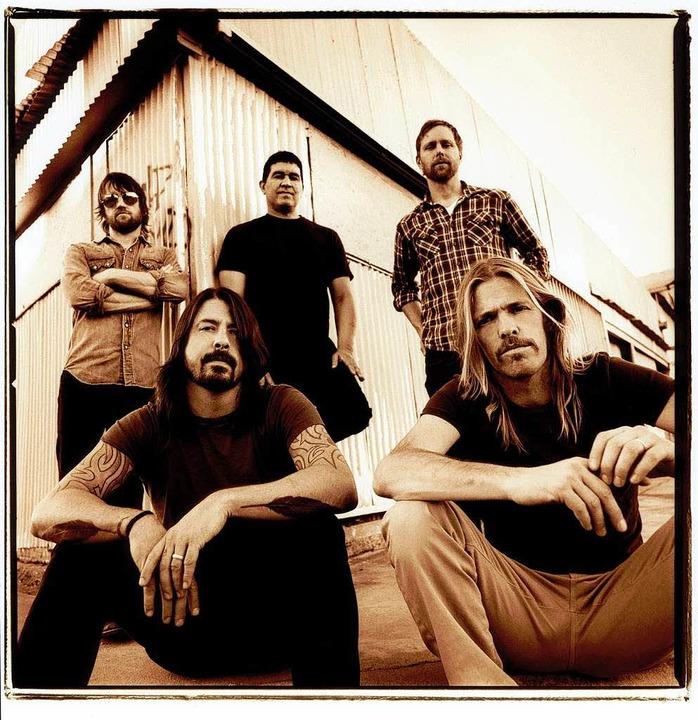 Gleich könnte seine kleine Tochter kom...e Grohl (v. l.) und die Foo Fighters.   | Foto: Steve Gullick