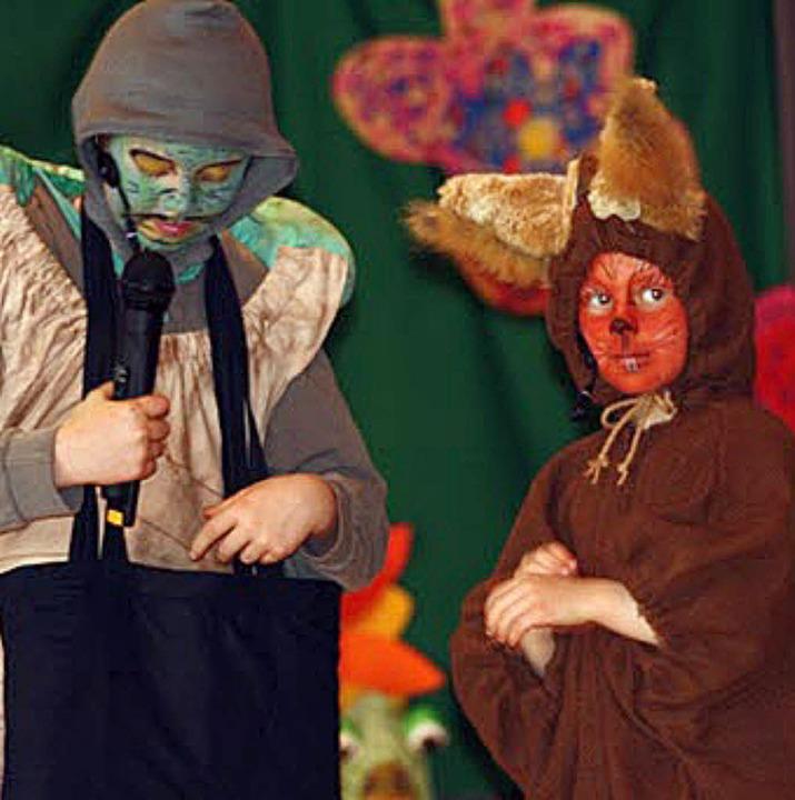 Tranquilla Trampeltreu und Buschi Wuschelschwanz spielten im Kindermusical mit.   | Foto: Privat