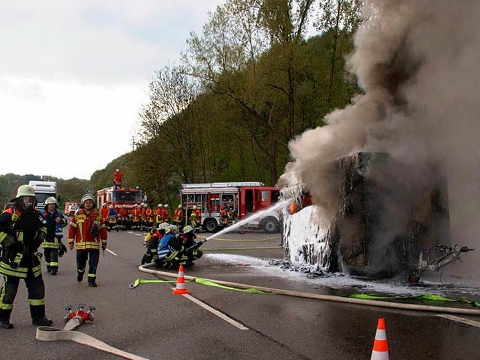 Brand von Pilswagen auf B34  | Foto: bz