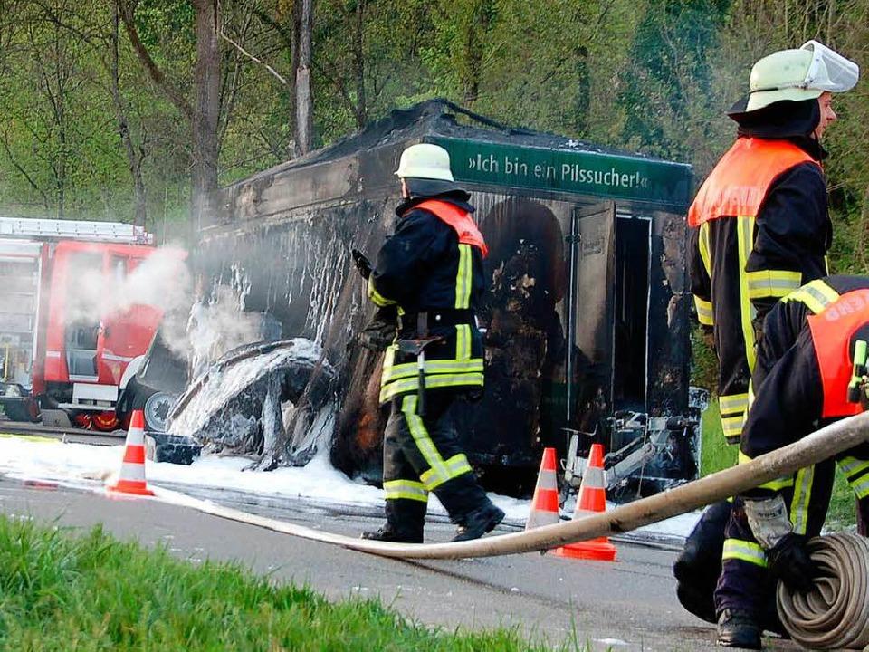 Brand von Pilswagen auf B34  | Foto: Michael Krug
