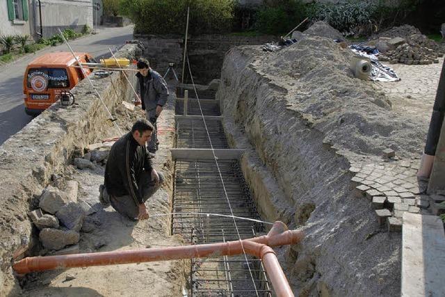 Bauarbeiten für Aufgang zur Vituskirche laufen