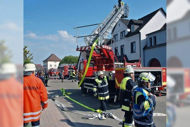 Feuerwehren lösen knifflige Aufgaben mit Bravur