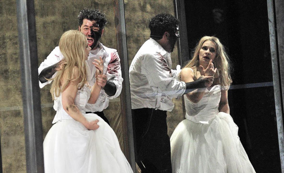 Otello (Luis Chapa), Desdemona (Christina Vasileva)  | Foto: MAURICE KORBEL