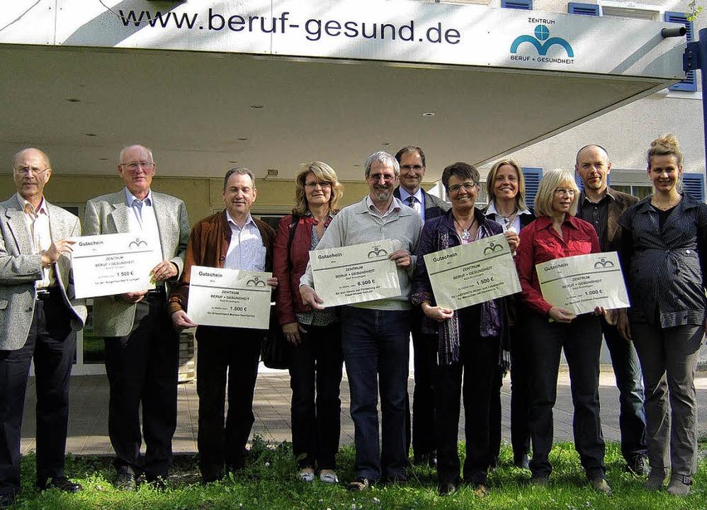 12000 Euro Spenden aus dem Herbstlauf ...emeinnützige Einrichtungen übergeben.   | Foto: Susanne Müller