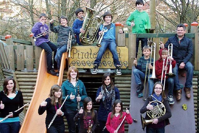 Auch 17 Kinder und Jugendliche proben für Auftritt
