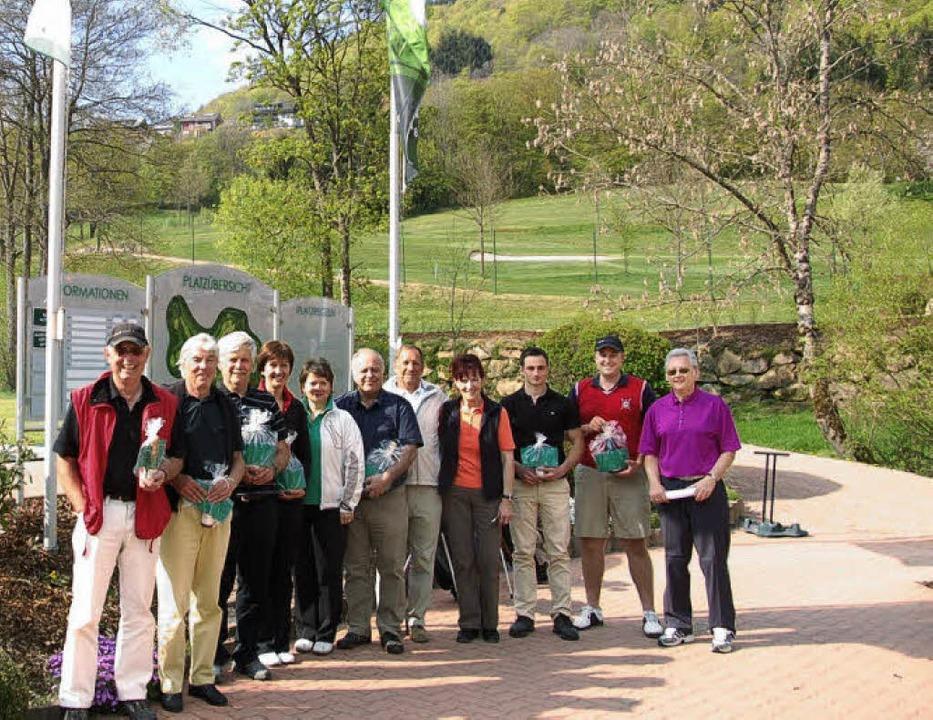 Sportwart Manfred Schmittel (rechts) m...ch dem  Golf-Saisoneröffnungsturnier.   | Foto: Ulrike Jäger
