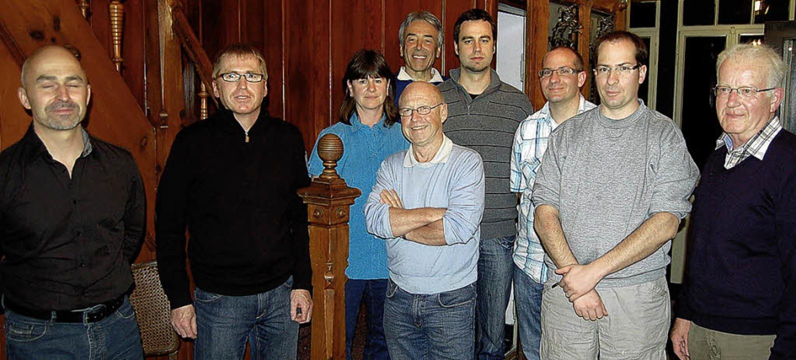 Der neugewählte  Vorsitzende des Tenni...von rechts) mit seinem Vorstandsteam.     Foto: Ulrike Jäger