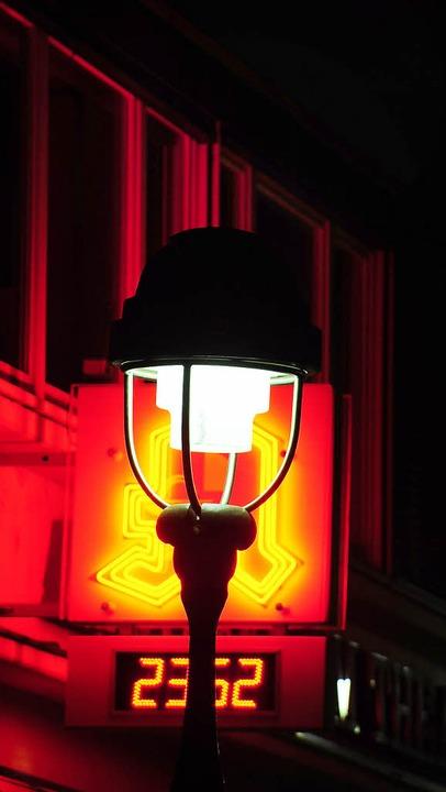 Messen nach Rezept: Unter den Laternen...ße darf kein Fahrzeug Licht ablenken.   | Foto: kunz