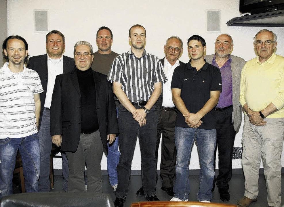 Neu gewählte, wiedergewählte Vorstands...uster und Heinz Knobloch (von links).   | Foto: Neubert