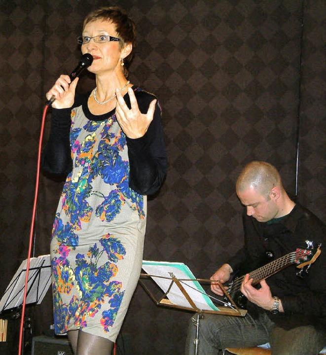 Mit gefühlvollen Songs des Filmkomponi...d beim Jazzabend in Schätzles Keller.   | Foto: Frey